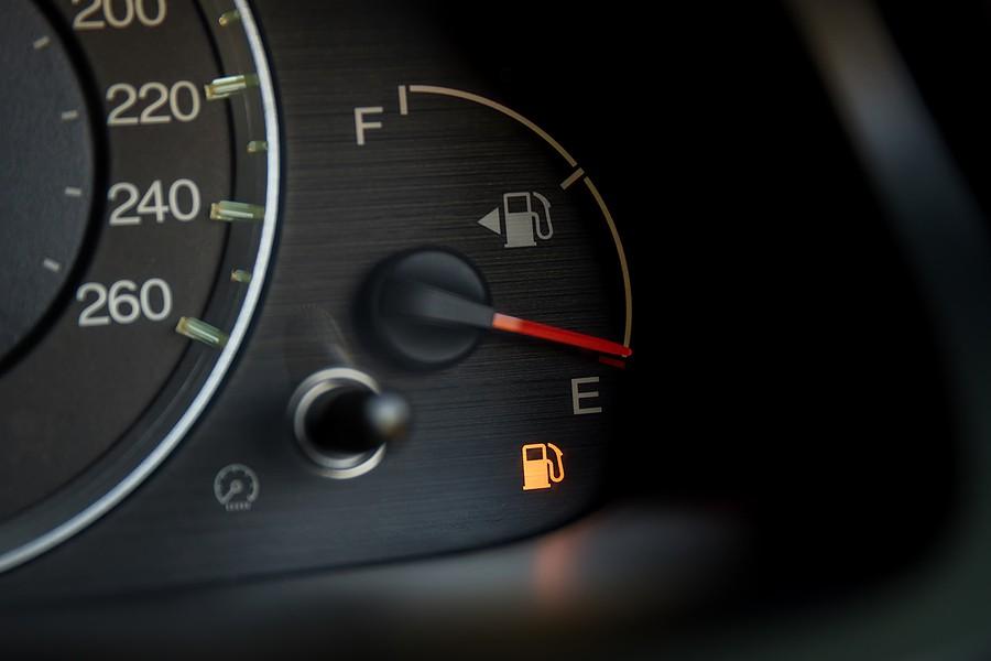 با  چراغ بنزین روشن خودرو چند کیلومتر را میتوان طی کند